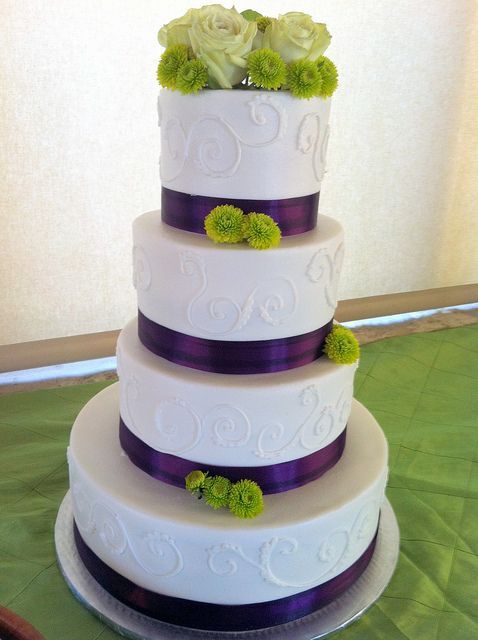 round wedding cakes with purple flowers purple and green wedding cake so i and 19338