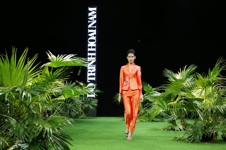 Vietnam Fashion Week SS17 - Ready to wear. Designer: Do Trinh Hoai Nam Photo: Cao Duy