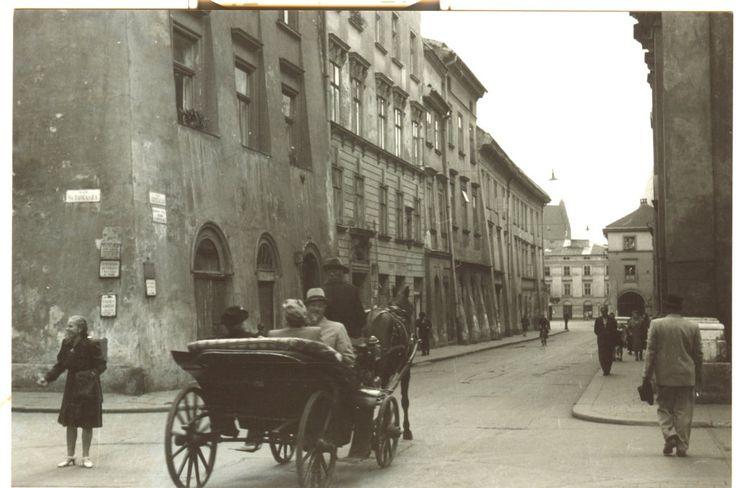 Kraków w czasie okupacji. Róg ul. Św. Tomasza i Szpitalnej. W głębi Mały Rynek