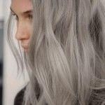 Granny Hair: la tendenza dei capelli grigi