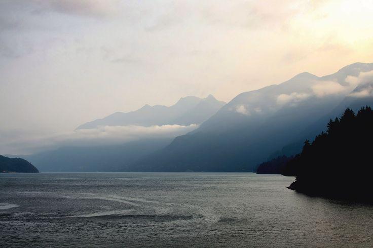 Как любое путешествие на остров Ванкувер, это начинается с парома: утренние рейсы — особенно хороши, в одной только…