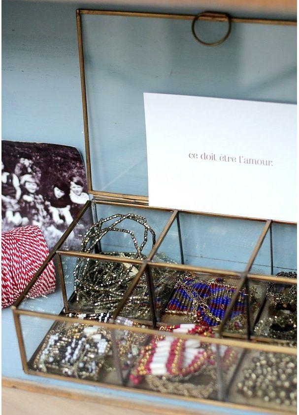 Une boîte à bijoux compartimentée