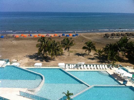 Hotel Las Americas Cartagena...vamos!!!! y tenemos descuento ;) ;)...el papa de una amiga es el gm :)