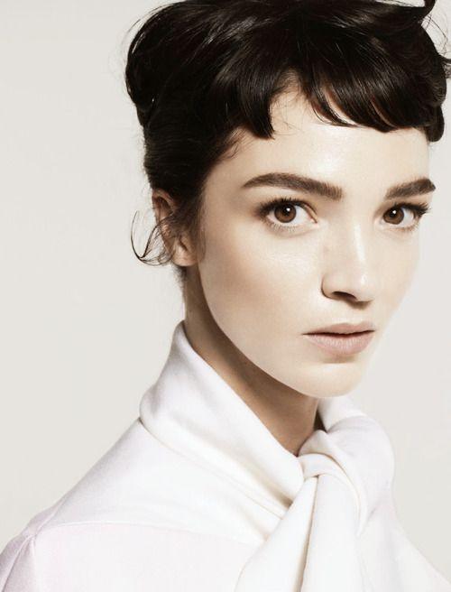 Mariacarla Boscono by Cuneyt Akeroglu for Vogue Turkey October 2013 (again, short bangs)