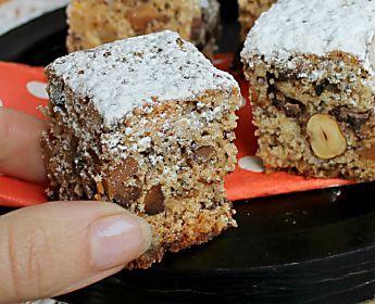 Cubetti dolci con frutta secca e candita al cioccolato