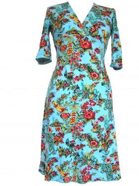 Blauwe jurk met bloemen.