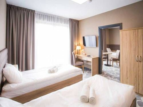 Hotel Rondo Wabrzezno Hotel Rondo offers pet-friendly accommodation in W?brze?no. Guests can enjoy the on-site bar. Free WiFi is available and free private parking is available on site.  The rooms are equipped with a flat-screen TV.