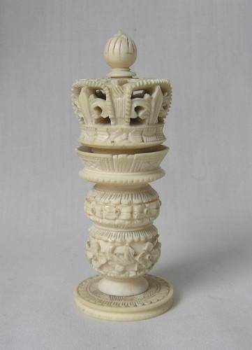 ANTIQUE 19TH CENTURY faux IVORY / OX BONE KING CHESS PIECE