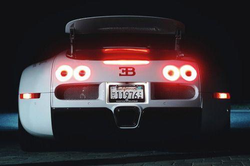 artoftheautomobile:  L4P Bugatti Veyron (Credit: Philipp Lücke)