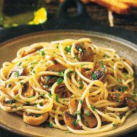 Spaghettini with Mushrooms  Garlic  and Oil