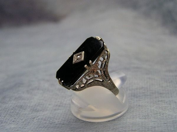 日本のアールデコジュエリー。オニキスにダイヤ、ホワイトゴールドの線細工。k14wg。オニキスは大正期に流行。ホワイトゴールドは大正12年から使用されるようになった。