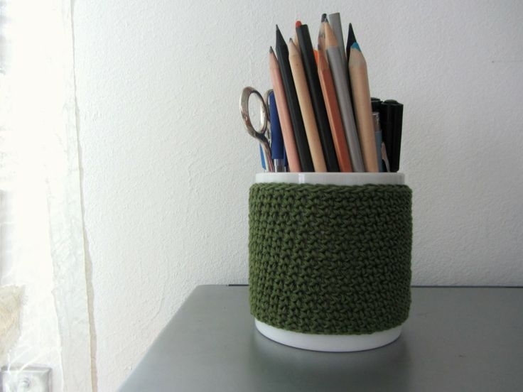 R a g n o P i n o l o: Nice and easy to do: crochet cover for my pottery pen holder