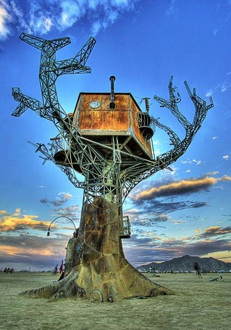 The Steampunk tree house at Burning Man 2007