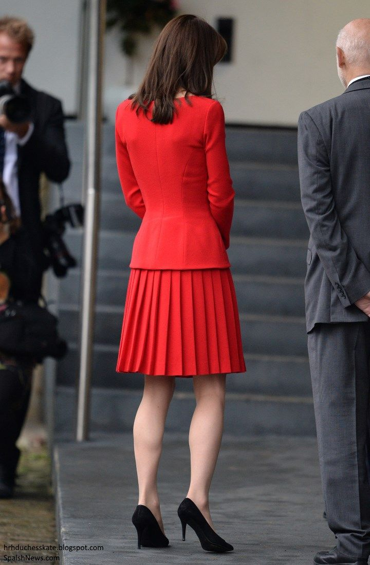 Duchess Kate: Kate in Festive Red Alexander McQueen for Children's Christmas Party! 12/15/15