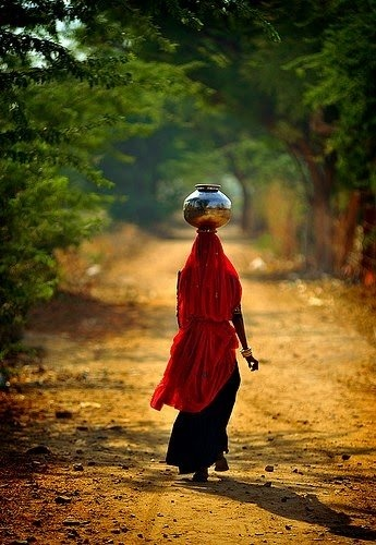 Asia | Portrait of a woman carrying water on her head, India