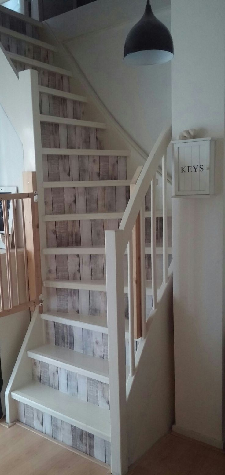 Plakfolie op de trap geplakt