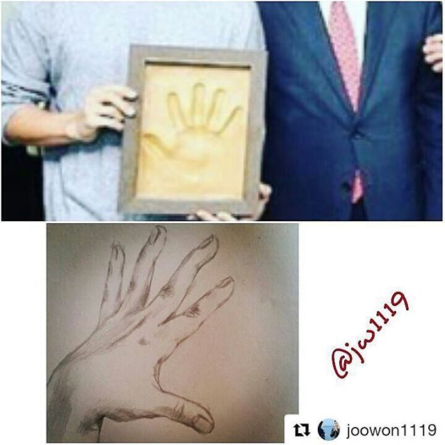 Ehhh ada cetakan tangan bantet nan indah milik Joong Ki 😆 Fyi, yg bawah tuh pernah diposting MCW di IG nya sebelum tutup akun.. koq mirip ya gambar tangan diatas sm gambar dibawah.. just my delulu.. hehe... 😉😉 • • Cr. Edited by @joowon1119 #songjoongki #chaeki #chaekiforlife #moonchaewon