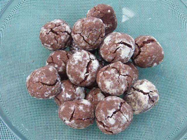 A csokoládétól omlós, a gömbértől csípős keksz egy hűvösebb napokra, a pulóver mellé.
