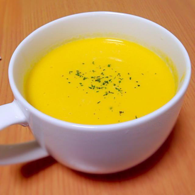 パプリカ、にんじん、たまねぎをペースト状にして牛乳でのばしました。 - 11件のもぐもぐ - 野菜のポタージュスープ by ichisatty