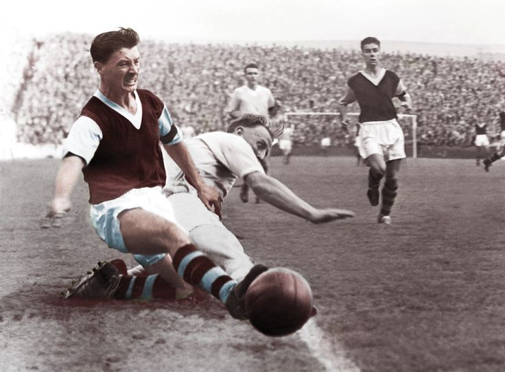 Jimmy McIlroy, Burnley FC 1950 - 1962 wall mural