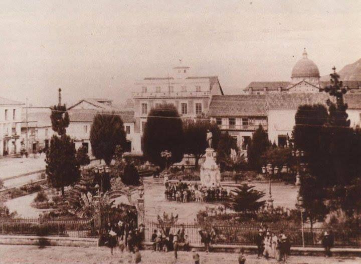 LA BOGOTÁ DE ANTAÑO: Así era la Plaza de Bolívar, hace un siglo. Publicación de Joselh Hómez.