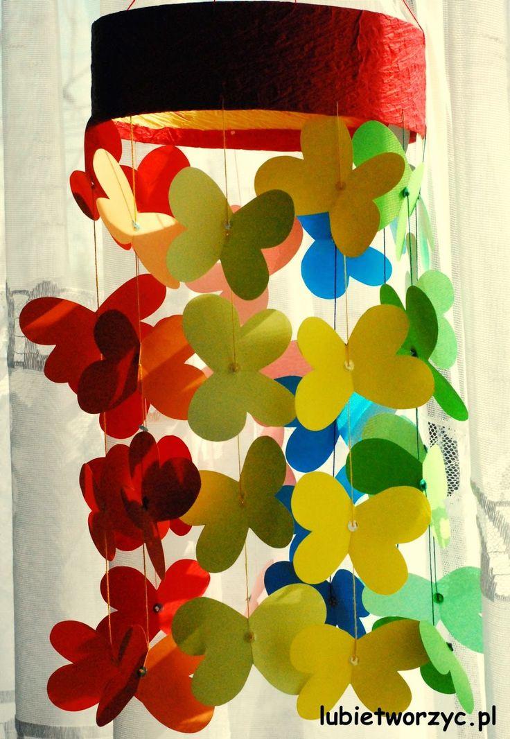 Piękna wiosenna girlanda z papierowymi motylkami w roli głównej :)  #wiosna #motyle #motylki #girlanda #ozdoby #dekoracje #dekoracjeprzedszkolne #przedszkole #dekoracjewiosenne #instrukcja #sposobwykonania #lubietworzyc #jakzrobic #DIY #spring #butterfly #garland #decorations #nurseryschool #preschool #kindergarten #instructions #howto