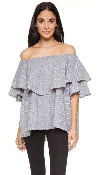¡Consigue este tipo de top hombros descubiertos de MLM LABEL ahora! Haz clic para ver los detalles. Envíos gratis a toda España. MLM LABEL Maison Off Shoulder Top: An oversized MLM LABEL off-shoulder top with a gingham pattern and a ruffled overlay at the bodice. Elastic top hem. Short sleeves. Fabric: Basket weave. 100% polyester. Hand wash or dry clean. Imported, Indonesia. Measurements Length: 22.5in / 57cm, from center back Measurements from size S (top hombros descubiertos, sin…