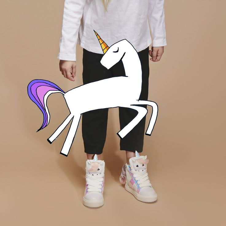Epitomising the sports-luxe trend, Mini Miss KG introduces the in demand high top trainer this season. In fresh white with metallic embellishments and smooth overlays, this high-top makes light work of casual cool, complete with unicorn detailing to the pull tab.