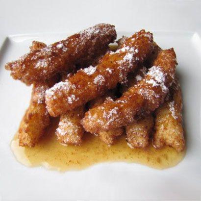 La ricetta delle crespelle di riso catanesi, frittelle tipiche della pasticceria siciliana preparate per la festività di San Giuseppe ricoperte di miele.