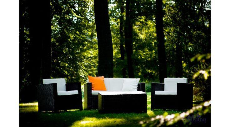 Ez a Bello Giardino kerti bútor nagyon dekoratív, hívogató pontja lehet a kertünknek. A garnitúra Eco-rattanból készül, amely nem csak környezetbarát műrattan anyag, hanem ellenálló a hőmérséklet-ingadozásokkal, az esővel, és a faggyal szemben is.