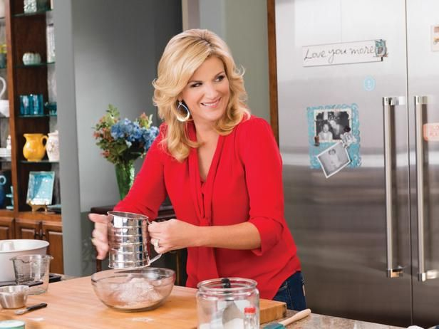 10 things you didn't know about Trisha Yearwood: Trisha Yearwood Food Network, Trisha Southern Kitchens, Slow Cooker Recipes, Food Heroes, Trisha Yearwood Hair, Yearwood Recipes, Layered Hair, Celebrity Recipes, Foodies Side