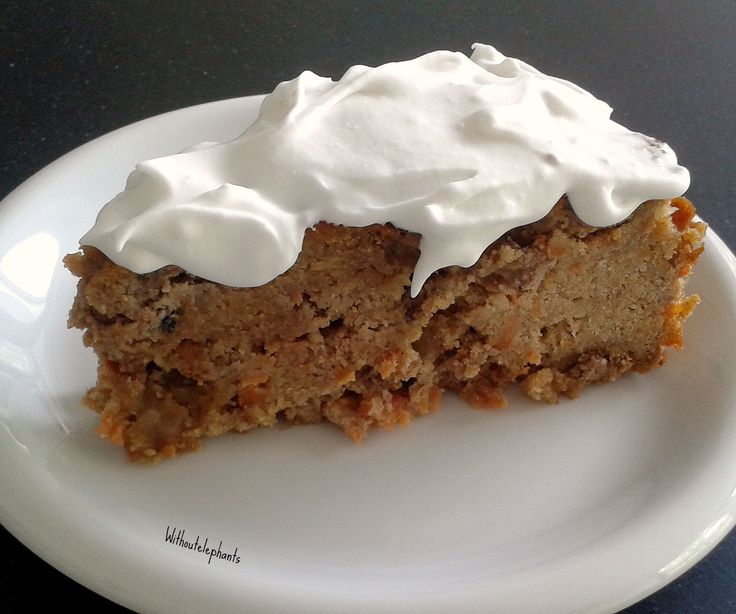 Gezonde Worteltaart met kokoscreme | Glutenvrij| Recept Without Elephants  Healthy Carrot Cake with Coconut cream. Gluten and sugar free. Healthy and delicious.  Via withoutelephants.com
