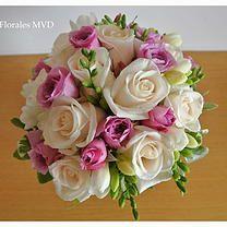 Ramo de novia de rosas, mini rosas y fresias. Montevideo. Contacto: 092.071.272 www.benditasflores.com