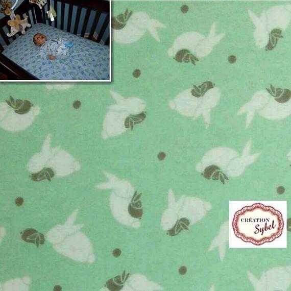 Grande doudou flanelle lapin fond vert menthe 110cm X