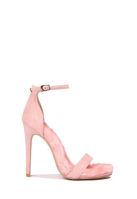Ces sandales à talons hauts roses sont ce qui se fait de mieux en matière de style et de glamour. Laissez-vous charmer par leurs talons stilettos, leur fine bride en velours à la cheville et leur superbe semelle en fausse fourrure rose.