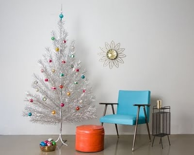 retro christmas tree just missing the color wheel - Retro Christmas Tree