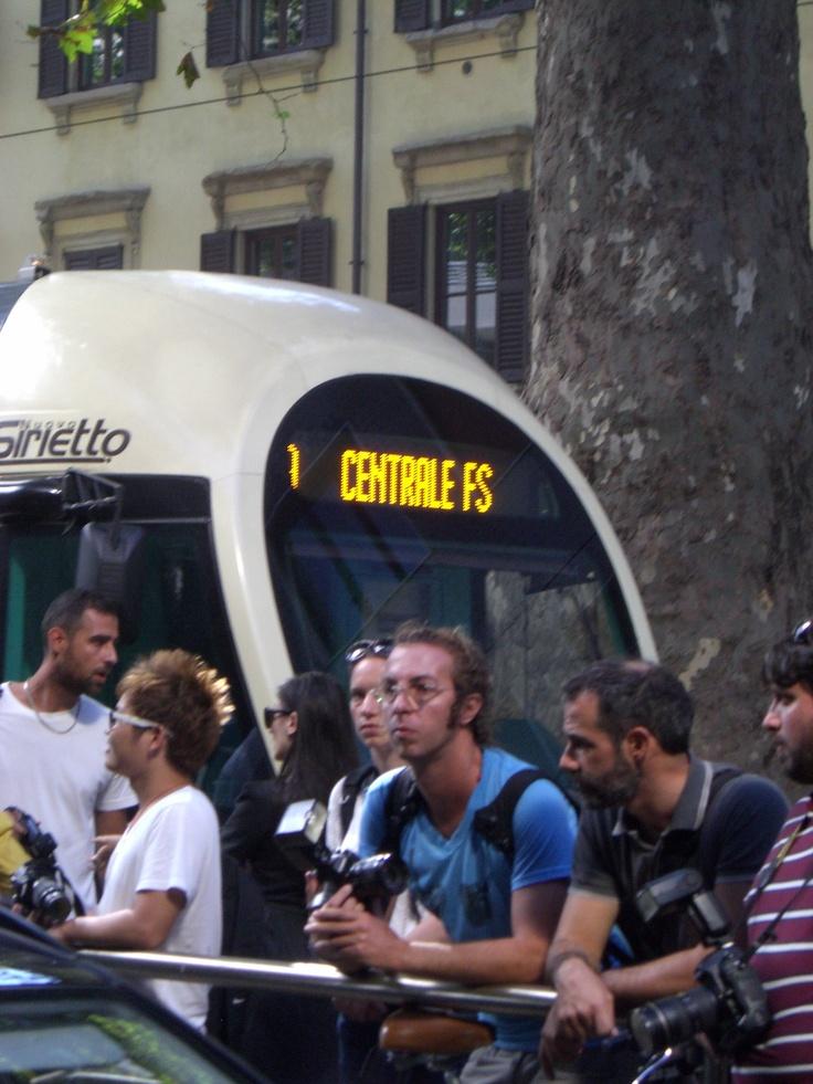 Waiting... D&G, Viale Piave, Milan - 22 september 2011 #MilanFashionWeek #D&G; #Yellow Ph. Cristiana Stradella/FiloAgoGo