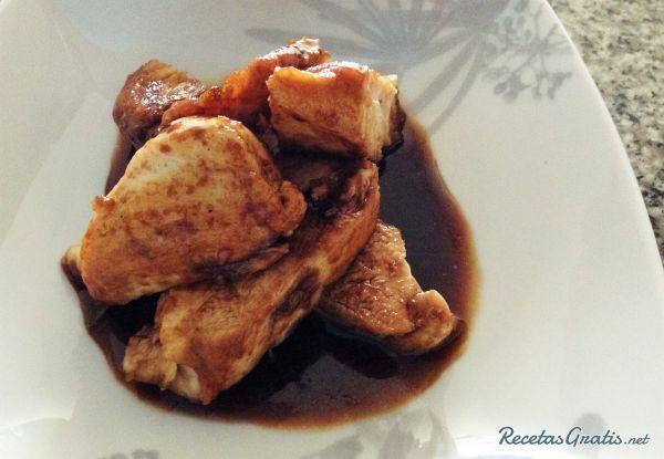 Pechuga de pollo en salsa de miel y soja