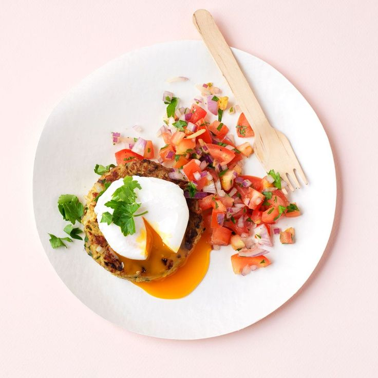Goede vis: makreel! Kedgeree komt van oorsprong uit India en bevat verse vis, rijst en specerijen zoals kerrie en kurkuma. Heerlijk met een gepocheerd eitje, zoals in dit recept van ZTRDG.