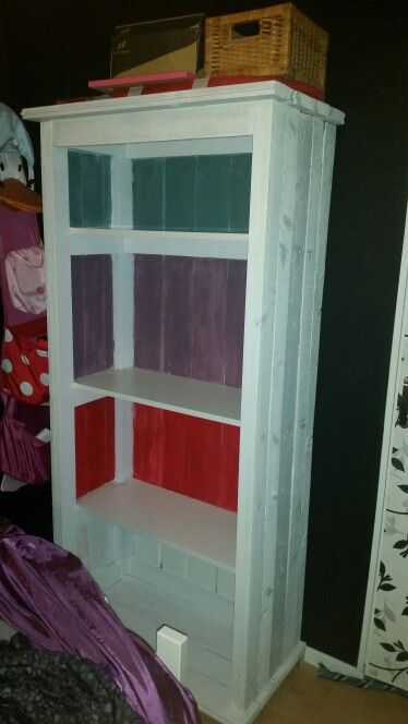 Me and Christian's project for Alicia's bedroom. Her own homemade bookshelf. (Not the best picture).
