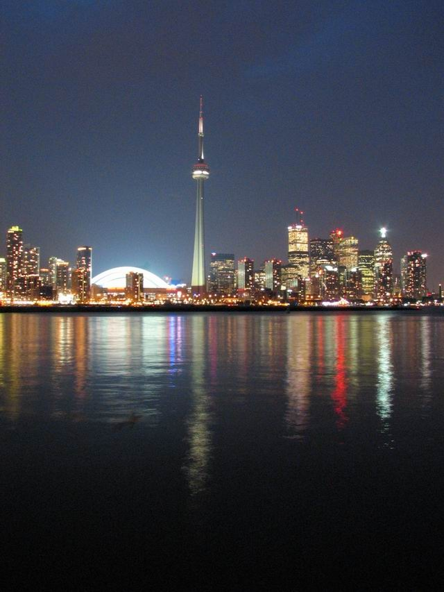 The BEST Toronto skyline sightseeing spots - including from the Toronto Islands