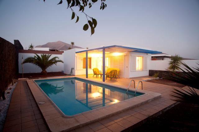 Schones Geraumiges Haus Mit Drei Zimmern Und Pool In Lanzarote Playa Blanca Haus Immobilien Angebote Pool