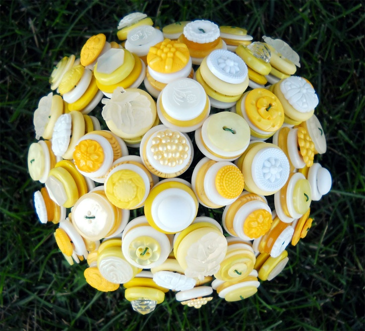 I really like this butter yellow color. Makes a nice keepsake from the wedding :): Crafts Ideas, Wedding Bouquets, Buttons Bouquets, Bridal Parties, Custom Buttons, Bouquets Bride, Bride Bridal, Bouquets Flower, Bridal Accessories