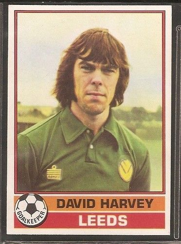 TOPPS-FOOTBALL ERS RED BACK 1977-#147- LEEDS UNITED - DAVID HARVEY