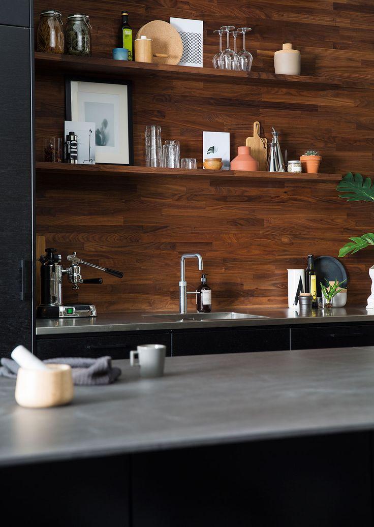 Kjøkkeninspirasjon -  Svart kjøkken med kjøkkenøy – Metro