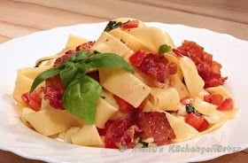 Sommersalat mit Tomaten, Mozzarella und Bacon