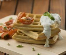 Receita Waffles salgados com molho de iogurte e ervas aromáticas por Equipa Bimby - Categoria da receita Entradas