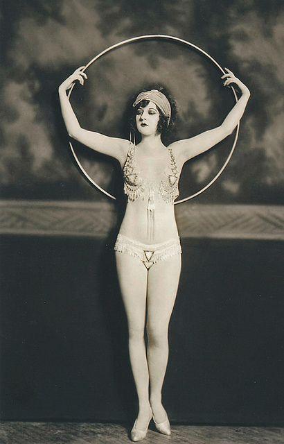 A Ziegfeld Follies dancer
