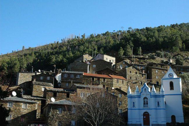 """A Aldeia de Piódão é considerada uma das mais bonitas do País, classificada como """"Aldeia Histórica de Portugal"""".      http://www.guiadacidade.pt/pt/poi-piodao-16918"""