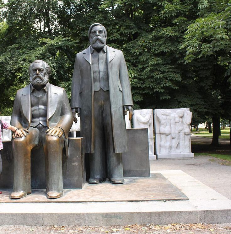 The statues of Karl Marx and Friedrich Engels in Marx-Engels-forum in the central Mitte district of Berlin Photo by me 2011 #interrail #2011 #Tyskland #germany #Berlin #classy #tbt #marxism #marxandstalin #stalin #marx #karlmarx #interrail #interrail2011